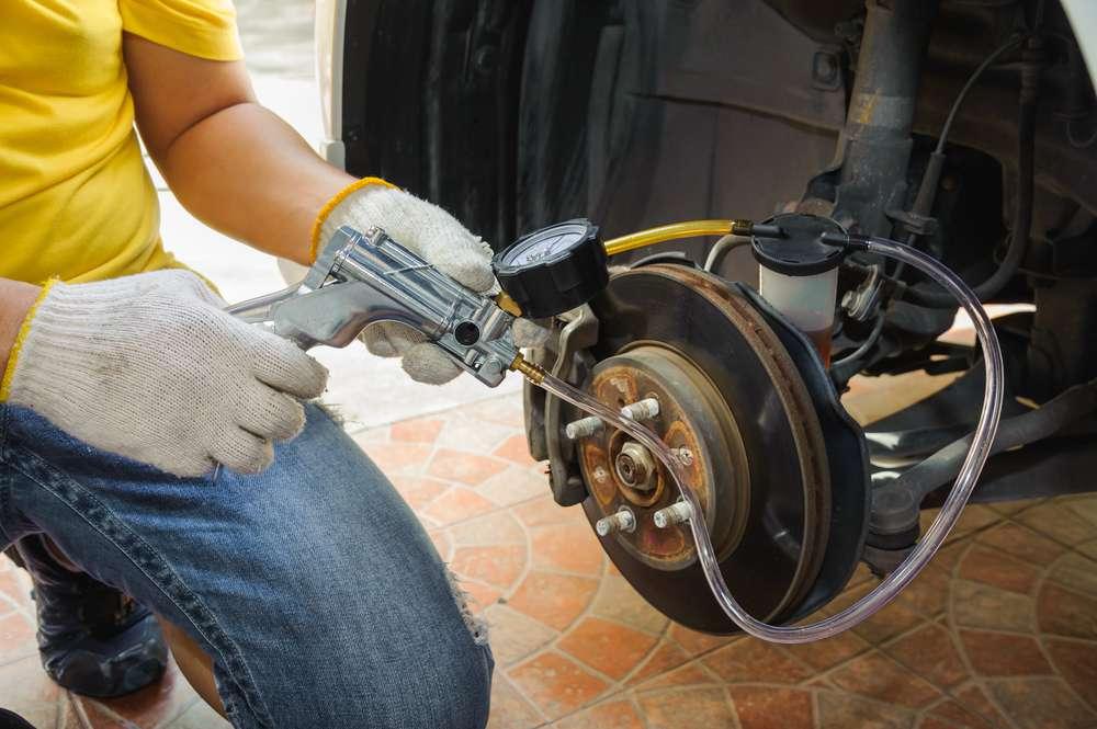 Comment purger les freins de sa voiture ?